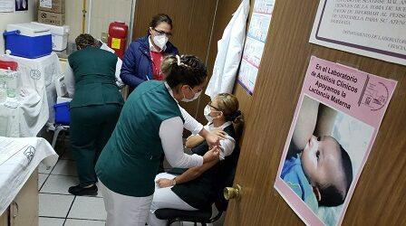 Aplican primera vacuna contra COVID-19 a personal de primera línea de batalla del IMSS Veracruz Norte