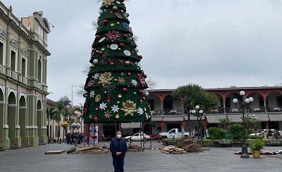 Inicia Ayuntamiento de Córdoba retiro de adornos navideños monumentales