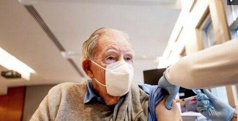 Inicia vacunación contra Covid-19 en adultos mayores