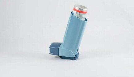 Gobierno israelí anuncia nuevo tratamiento con 95% de efectividad contra Covid; es suministrado con inhalador