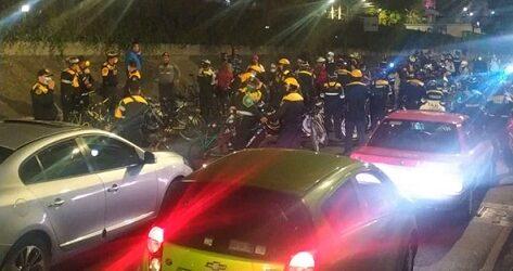 Ciclistas se enfrentan a policías en el Periférico; Sheinbaum pide destitución de uniformados