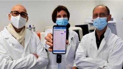 Crean prueba rápida de COVID-19 que se conecta al teléfono, así funciona