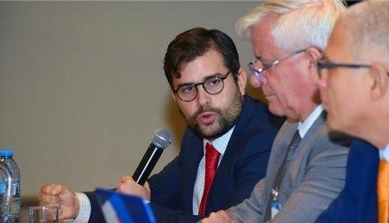Designan a Alejandro Svarch Pérez como nuevo titular de la Cofepris