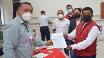 Se registra por Cuichapa como precandidato a la alcaldía, Juan Manuel Torres Camacho