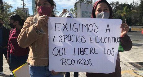 Estudiantes de la FNERRR se manifiestan en Espacios Educativos, protestan por incumplimiento en la ejecución de más de 40 obras