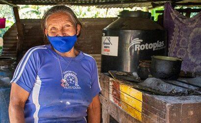 Tinacos captadores de agua mejoran la vida de familias de comunidades de Córdoba