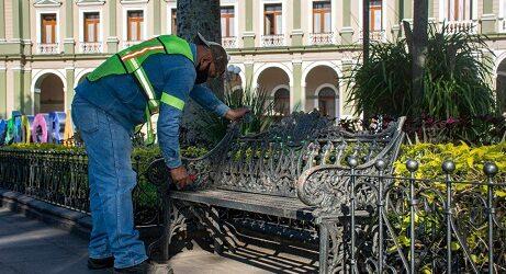 Ayuntamiento de Córdoba rehabilita mobiliario urbano e iluminación del parque 21 de mayo