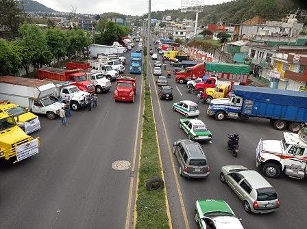 Se manifiestan transportista de la AMITAC, piden al gobierno voltee a verlos y de garantías para ejercer su actividad