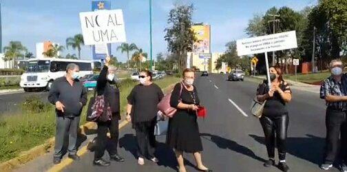 Jubilados y pensionados de la SEV bloquean la carretera    federal Xalapa-Veracruz, exigen pago de adeudos pendientes