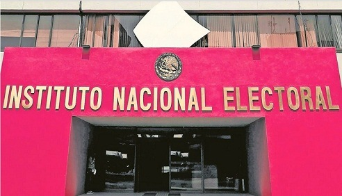 Morena discute ya reforma electoral; prevé acotar al INE