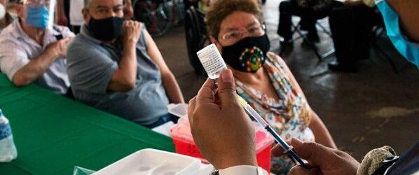Esta semana finaliza vacunación de adultos mayores