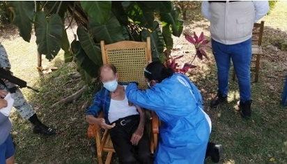 """Brigadas """"Correcaminos"""", aplican vacunas contra Covid-19 en Ixtaczoquitlán"""