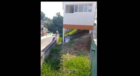 COCOTAZO AL INÚTIL ALCALDE DE XALAPA…Juez federal ordena al ayuntamiento local suspender construcción de caseta de vigilancia en área verde