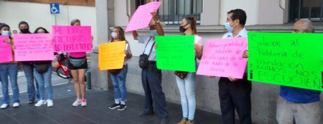 Se manifiestan vecinos de la colonia Revolución en el palacio municipal, exigen atención para resarcir los daños de las inundaciones del 12 de mayo