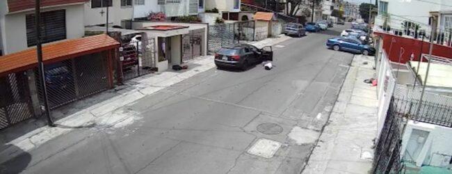 Captan a sujeto que lanza desde auto a su novia en Lomas Verdes