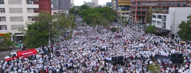 Marchan miles para exigir justicia por el asesinato de 3 hermanos en Guadalajara