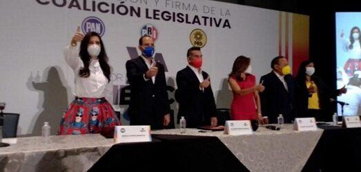 """Bloque PAN, PRI y PRD concretan pacto legislativo para """"cuidar las manos"""" a AMLO"""