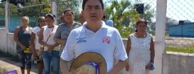 """VISITA WILLIAM LOPEZ GOMEZ LA COMUNIDAD DE """"MANUEL LEON""""  Y LE LLUEVEN QUEJAS DEL REZAGO EN QUE LOS HAN TENIDO EL AYUNTAMIENTO ACTUAL"""