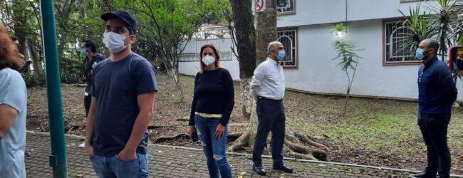 CON GUARURAS LLEGÓ  A VOTAR RICARDO AHUED EN  XALAPA