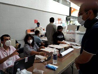 Gran afluencia de electores en casilla especial de CAXA, votantes cumplen con protocolos sanitarios