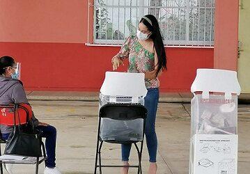 Mara Chama Villa hace un llamado a la ciudadanía a salir a votar.
