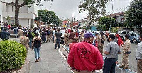 OTRA DEL INUTIL ALCALDE DE XALAPA…Se manifiestan sindicalizados de CMAS, por violaciones a su contrato colectivo de trabajo