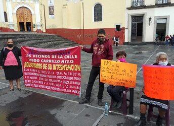 Se manifiestan vecinos de la colonia Revolución, se oponen a que pase el colector pluvial por su calle