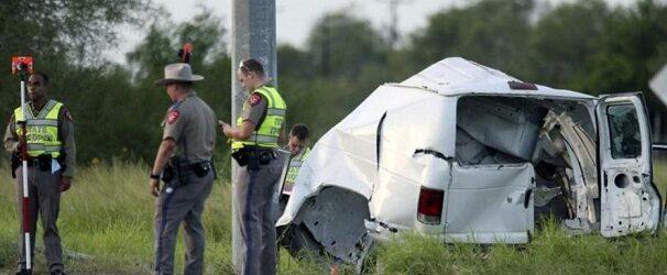 Identifican a 3 mexicanos entre los muertos por accidente de camioneta en Texas, EU