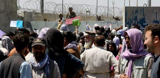 Cuatro militares de EU murieron y otros tres resultaron heridos por explosiones en Kabul, informa embajador