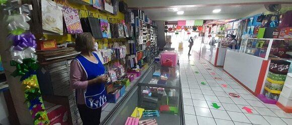 Sin muchas esperanzas, papelerías de Xalapa  preparadas para surtir los útiles escolares
