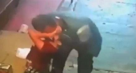 Graban en video a sujeto que besó a la fuerza a niña de 6 años en Chiapas