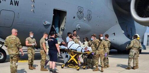 Mujer da a luz en avión de EU que la evacuaba de Afganistán