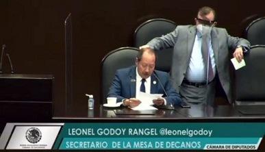 ¡CACHETADÓN! A DOS O TRES VERACRUZANOS…A través de una carta, rinde protesta como  diputado federal Rogelio Franco Castán