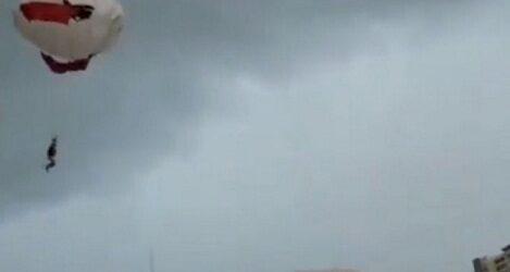 Captan en videos caída de mujer del parachute en Puerto Vallarta