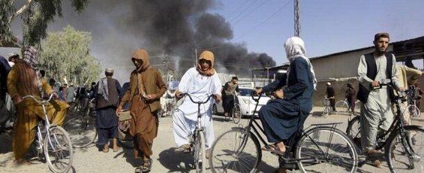 """Talibanes entran en Kabul y esperan la """"transferencia pacífica"""" del poder"""
