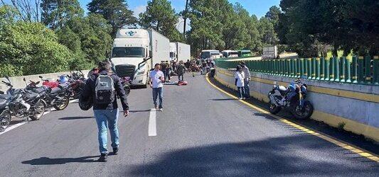 QUE DESGRACIA…Accidente en la México – Cuernavaca; tráiler arrolla motociclistas