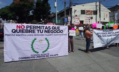 Se manifiestan comerciantes del centro de Xalapa  por el cierre de calles a la circulación vehicular