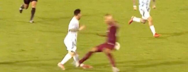 La entrada criminal de Adrián Martínez sobre Lionel Messi