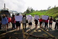 Afectados por el Huracán Grace de la zona de  Papantla bloquean la autopista Cardel-Poza Rica
