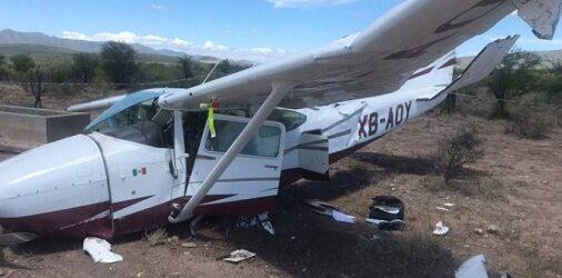 Avioneta aterriza de emergencia en Coahuila; tripulantes se salvan de milagro