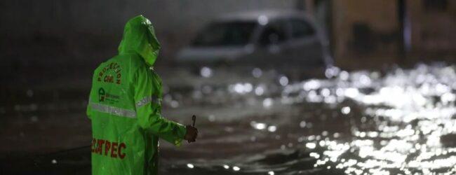 Fallecen dos personas tras tormenta en Ecatepec