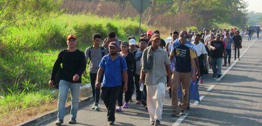 "Migrantes critican que AMLO presuma récord en remesas ""con sombrero ajeno"""