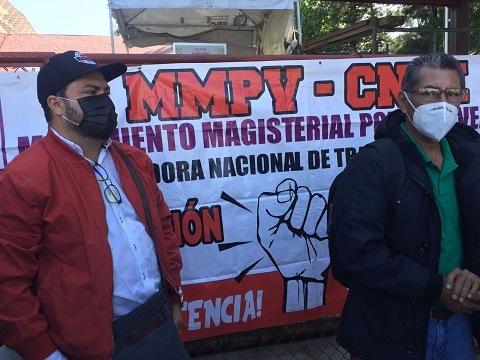 Se manifiestan agremiados del MMPV en la SEV, denuncian incumplimiento de acuerdos sostenidos con funcionarios