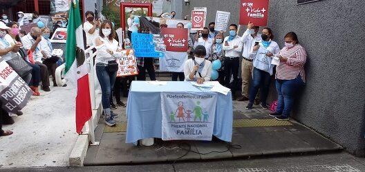Grupos ProVida se manifiestan en Xalapa contra resolución de la Corte de despenalizar el aborto
