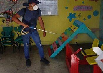 """Sanitiza la CNPR de El Potrero escuelas; inicia en la primaria """"Adolfo López Mateos"""""""