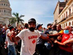 """Cuba respondió a protestas de julio con """"brutal estrategia de represión"""", denuncia HRW"""